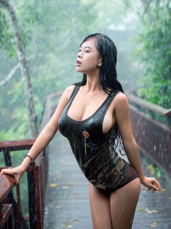 casting outdoor asian Woman